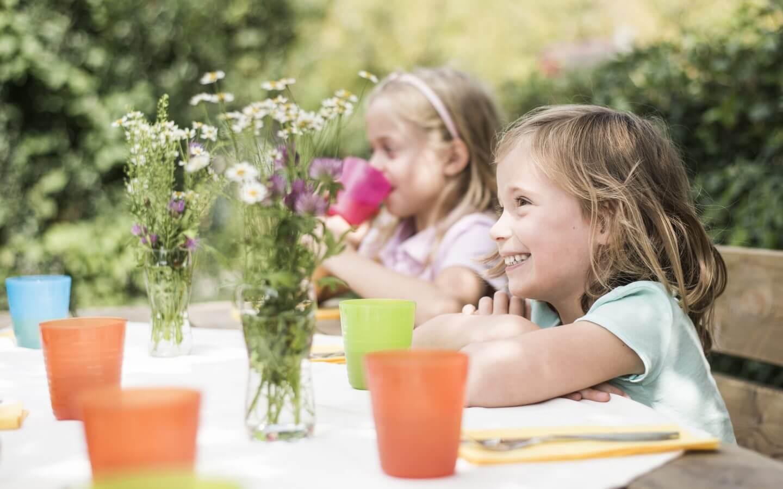 Kinder, Blumen
