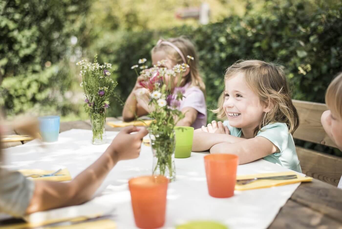 Kinder, Feier, Essen