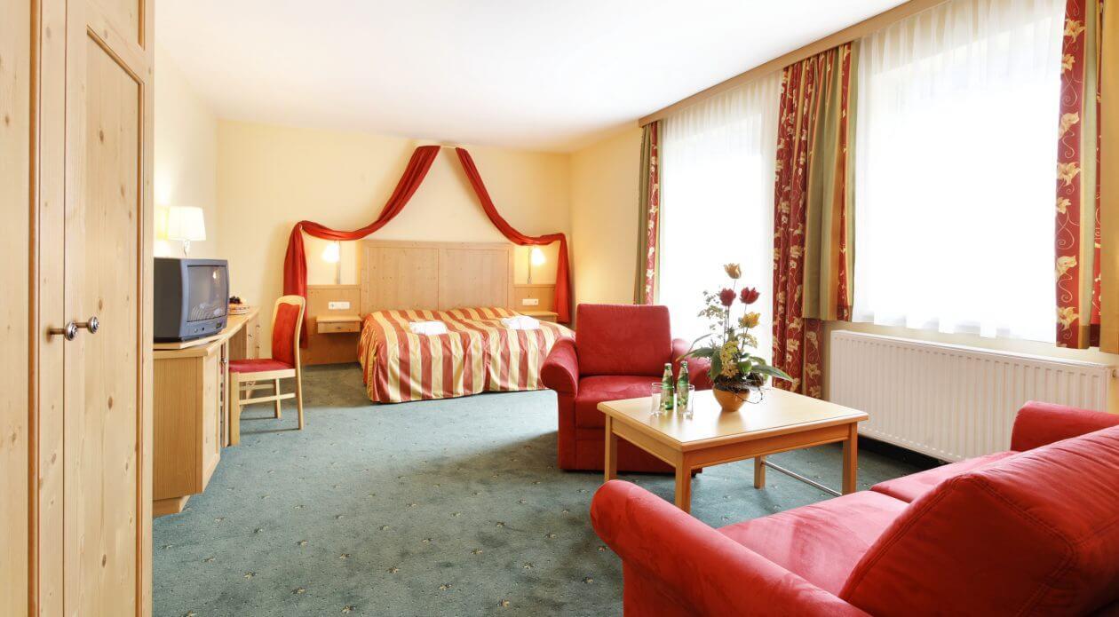 Hotelzimmer mit tollem Ausblick auf die Oststeiermark - Ballonhotel Thaller