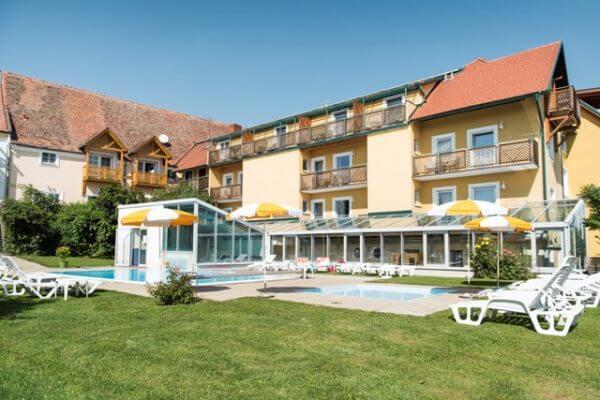 Hotel, Pool