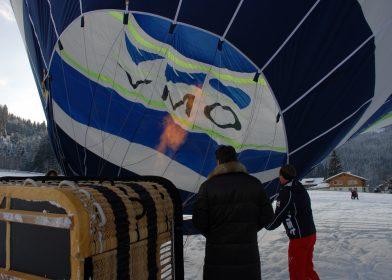 Ballonstart in den Alpen